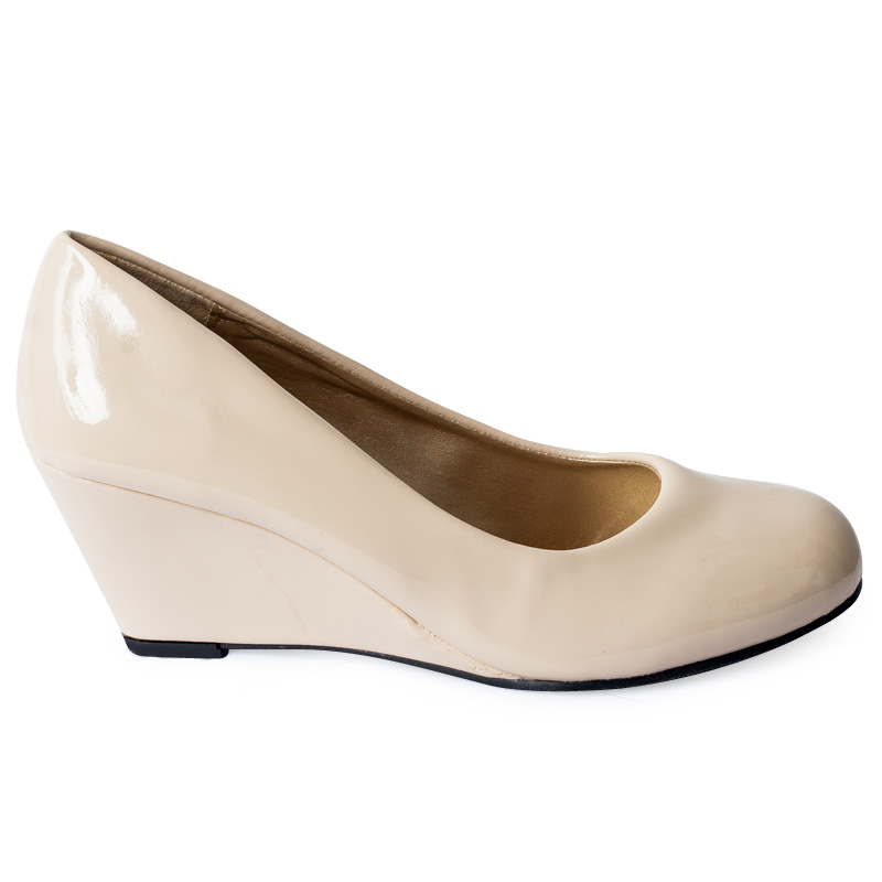 Banana Republic shoes for women are available in dress shoes, flats, pumps, sandals and more. Our shoes for women are designed to be flattering and comfortable.