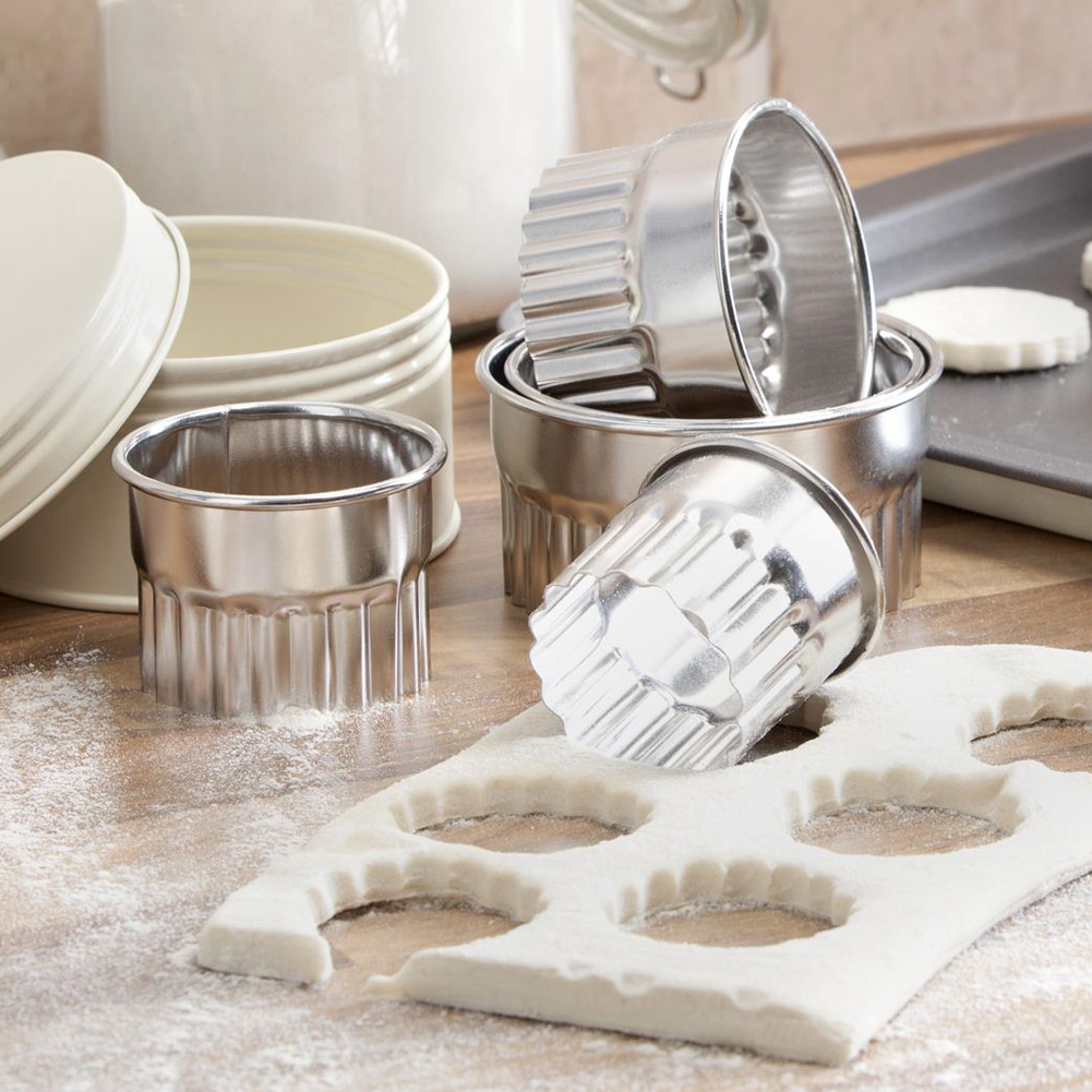The Great British Bake Off 5 Piece Pastry Cutters Unique