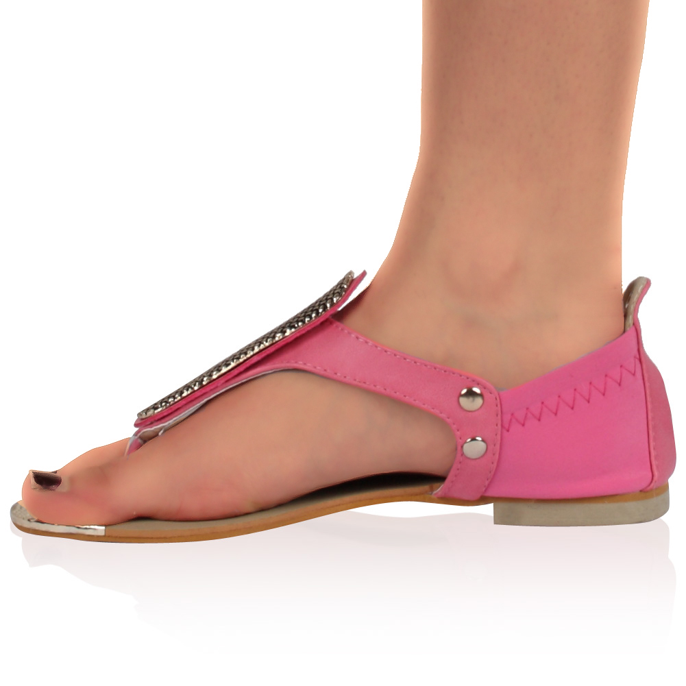 View all ladies footwear We have a fantastic range of ladies sandals and flip flops that were made for holidays. We have womens sandals and flip flops from brands such as Nike, Puma, Dunlop, Karrimor, Havaianas, SoulCal, Skechers and many more at discount prices.