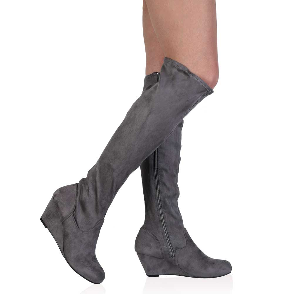 Discover the latest styles of women's knee high boots from your favorite brands at Famous Footwear! Find your fit today!