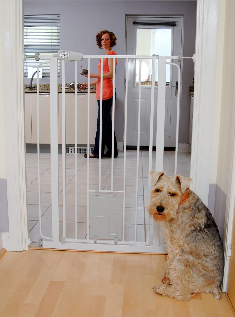 Bettacare Pet Gate With Cat Flap Home Safety Accessory