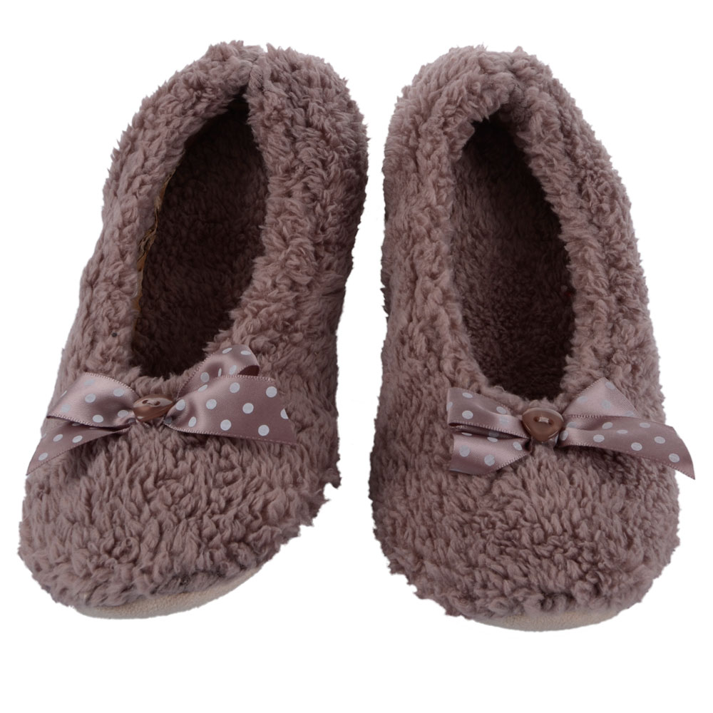 Our selection of women's ballet slippers will keep your feet comfortable all day long. We have all the most popular brands, including Cuddl Duds slippers. And our wide variety of colors, including women's pink slippers, will coordinate with your outfit.