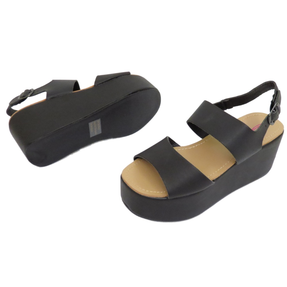 Platform shoes and sandals from Steve Madden seamlessly blend retro class and modern style to bring you one of the hottest looks in footwear fashion today. Pair cute, cork-heeled platforms with a wide-leg pant for a trendy throwback, or mix our flat wedges with skinny jeans for a contemporary feel.