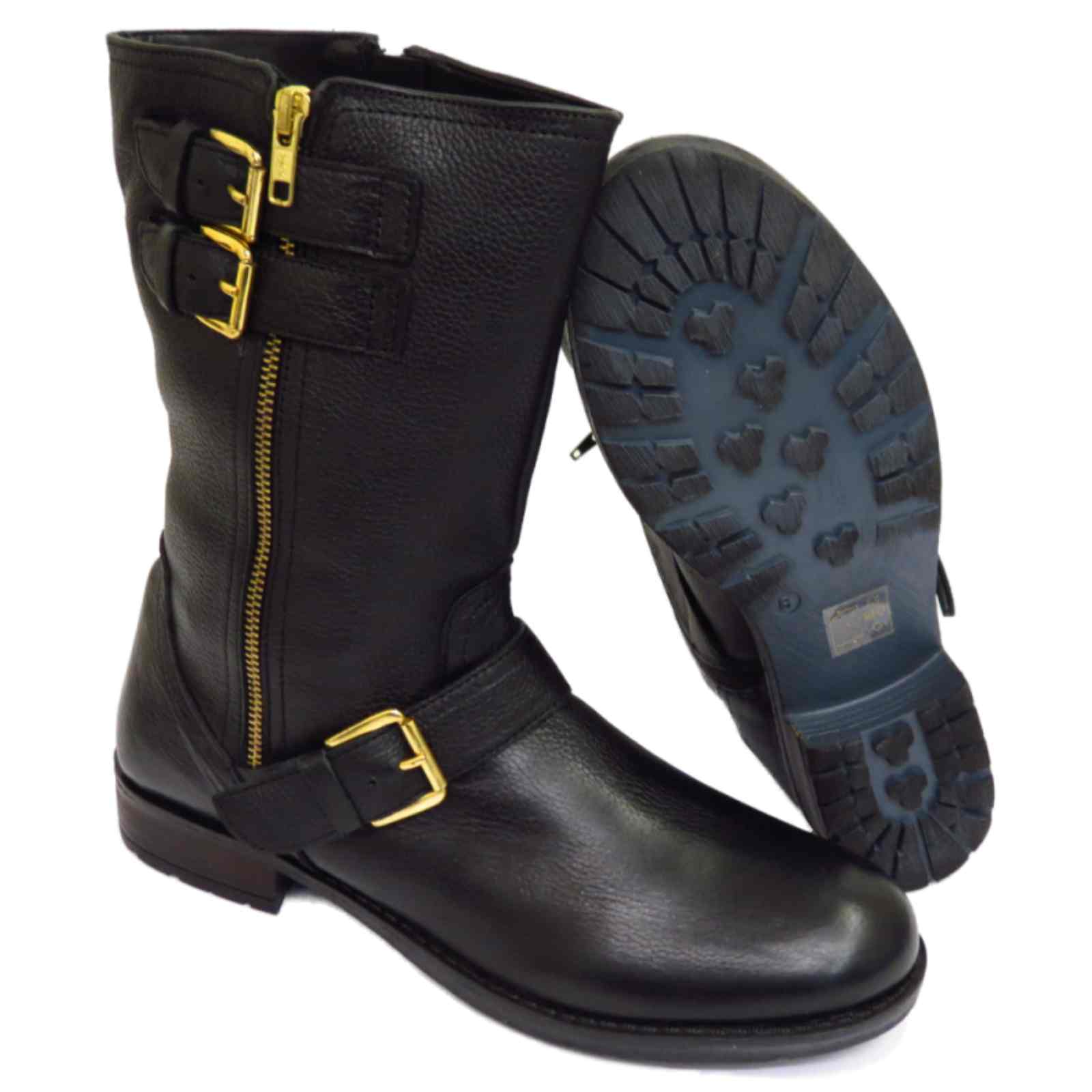 Biker boots (moto or motorcycle boots) are ones of the most wearable boots for seasons such as fall and winter. So, I'm sure, you should pay your attention to this kind of boots to create adorable and unique winter outfits.