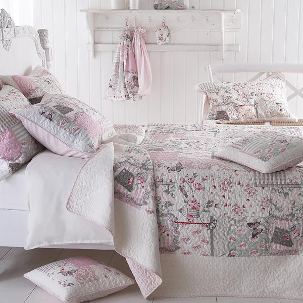 sashi linge de lit papillon vintage patchwork matelass. Black Bedroom Furniture Sets. Home Design Ideas