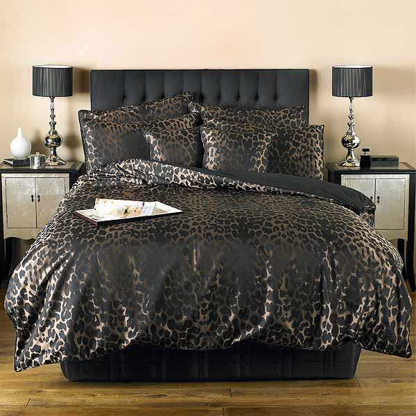 If you prefer to buy animal print bedding or leopard print bedding online, beddinginn would be your top and first choice, we collects all sexy animal print bedding you would think of or even beyond your imagination, like leopard print bedding, zebra print bedding, tiger bedding.