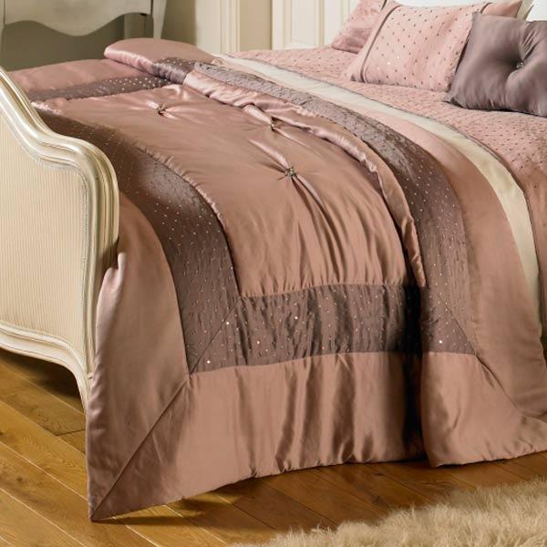 jet de lit matelass romantica ornement satin couleur bruy re 150 x 200 c. Black Bedroom Furniture Sets. Home Design Ideas