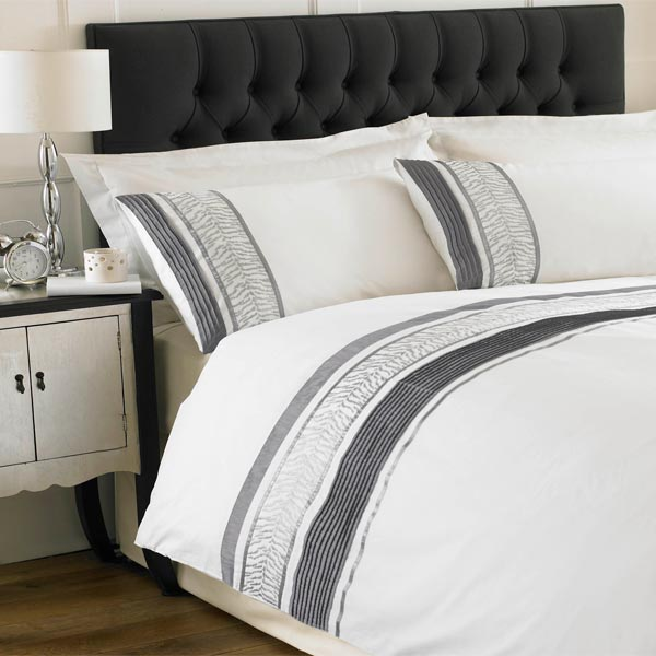 Sentinel Paoletti Momba Cotton Percale 200 Thread Count Embellished Duvet Cover Set W