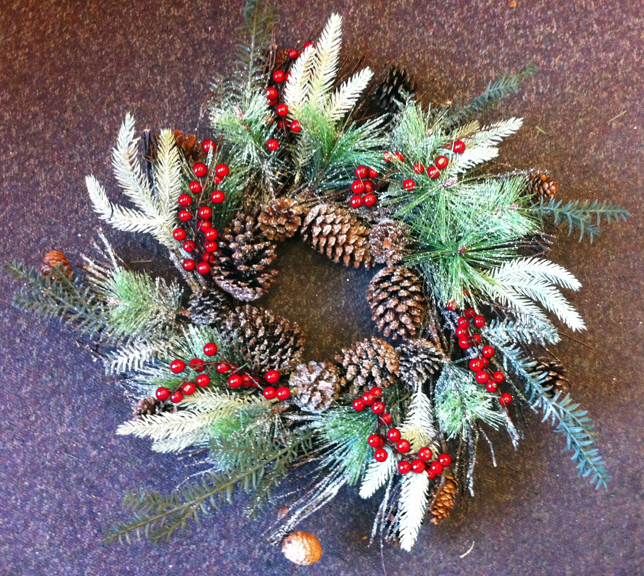 Large 60cm diameter traditional real pine cones berries for Large christmas pine cones