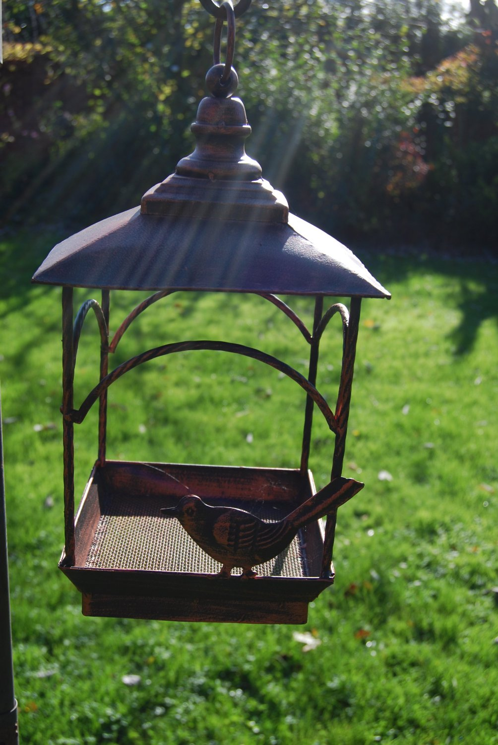 Hanging bird feeder for garden antique style with for Mesh feeder ideas