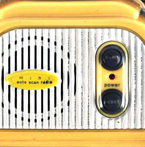 Retro Radio - Miniature FM Radio - Random Designs Thumbnail 3