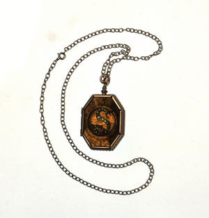 Harry Potter Replica Horcrux Locket of Salazar Slytherin with Display Case Thumbnail 2