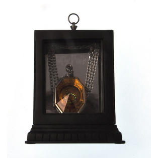 Harry Potter Replica Horcrux Locket of Salazar Slytherin with Display Case Thumbnail 5
