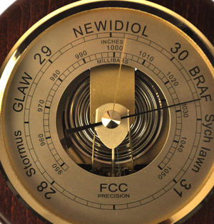 Welsh Language 170mm Barometer Gold / Mahogany Finish Round  - WL 1024 Thumbnail 6