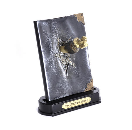 Harry Potter Replica Basilisk Fang and Tom Riddles Diary Noble Collection