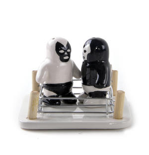 Luchador Salt Vs Pepper Shakers Thumbnail 3