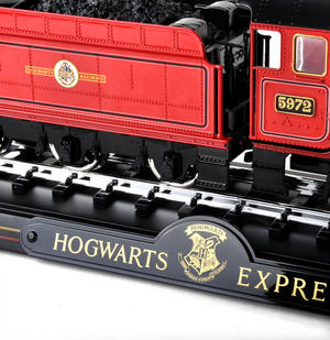 Harry Potter Hogwarts Express Die Cast Train Model and Base Thumbnail 4
