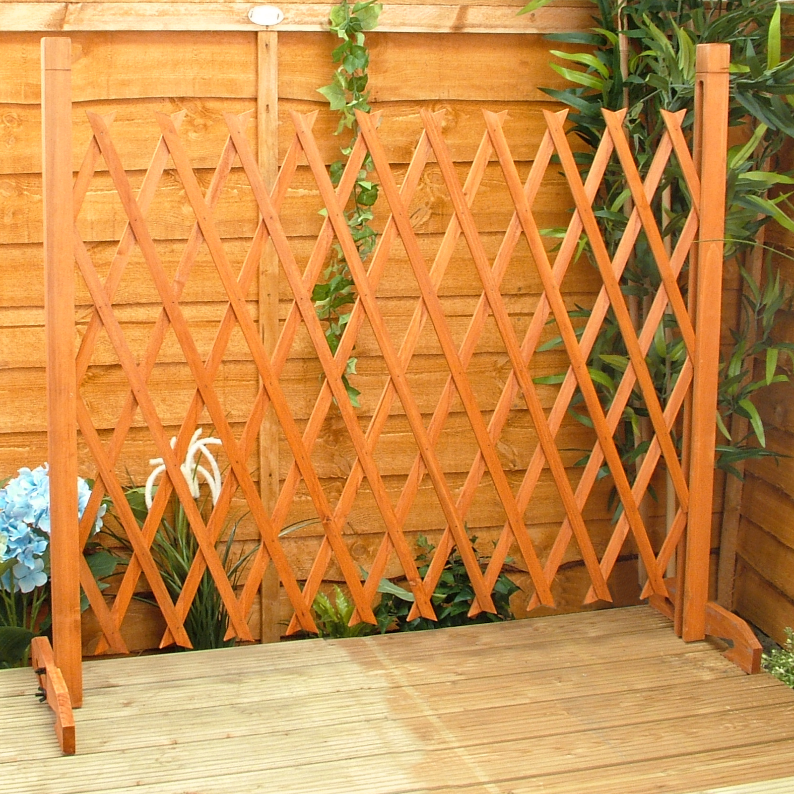 Wooden Expanding Fencing720 1596 Source · Expanding Fence Garden Screen  Trellis Style Expands To 6 2