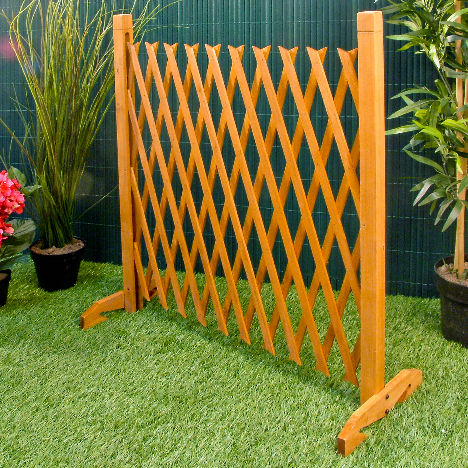expanding fence garden screen trellis style expands to 6 39 2 freestanding wood. Black Bedroom Furniture Sets. Home Design Ideas