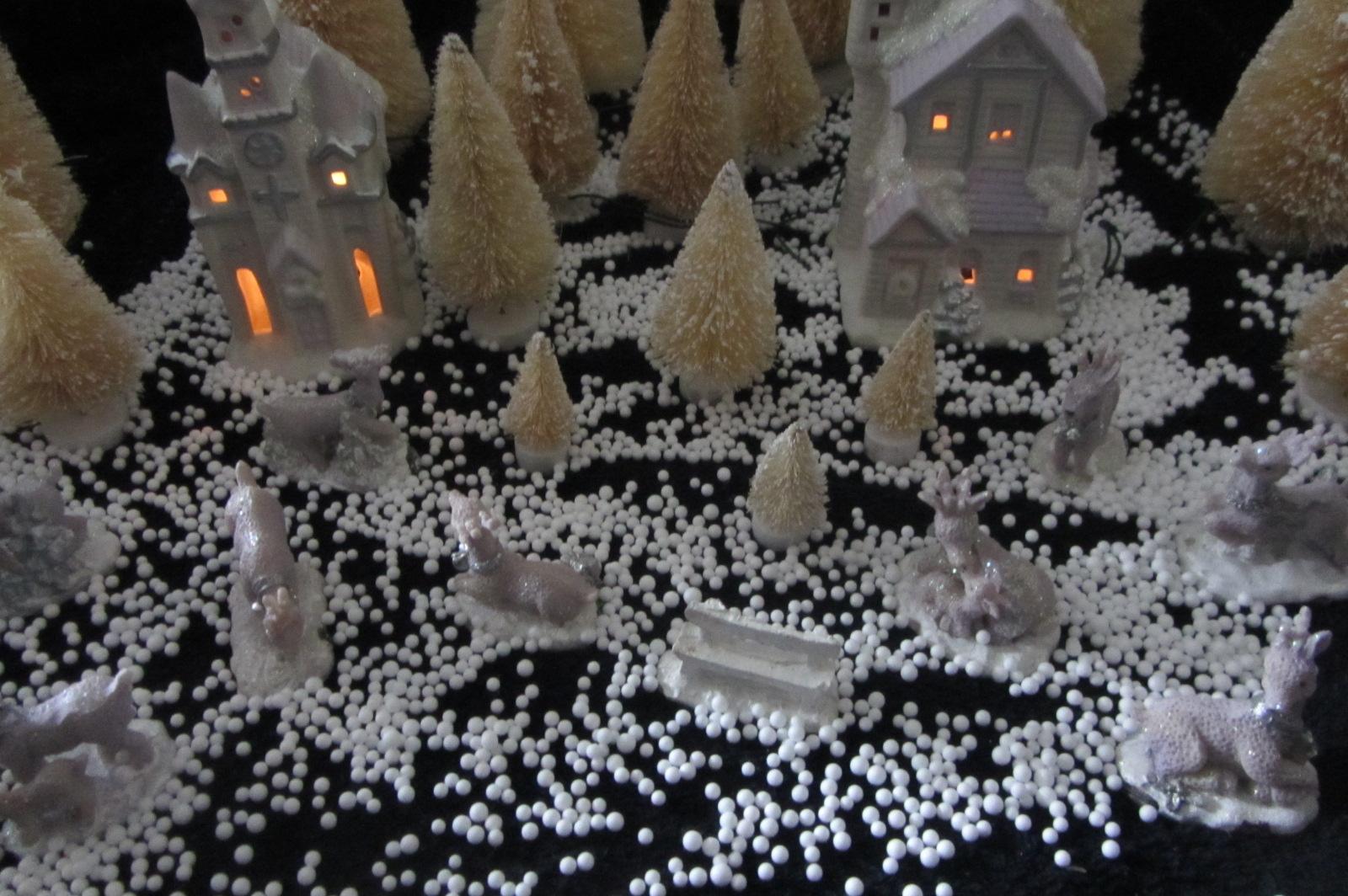 CHRISTMAS SCENE BRUSH TREES SNOW VILLAGE ANIMALS LIGHT UP ALL NEW DISPLAY SIDE