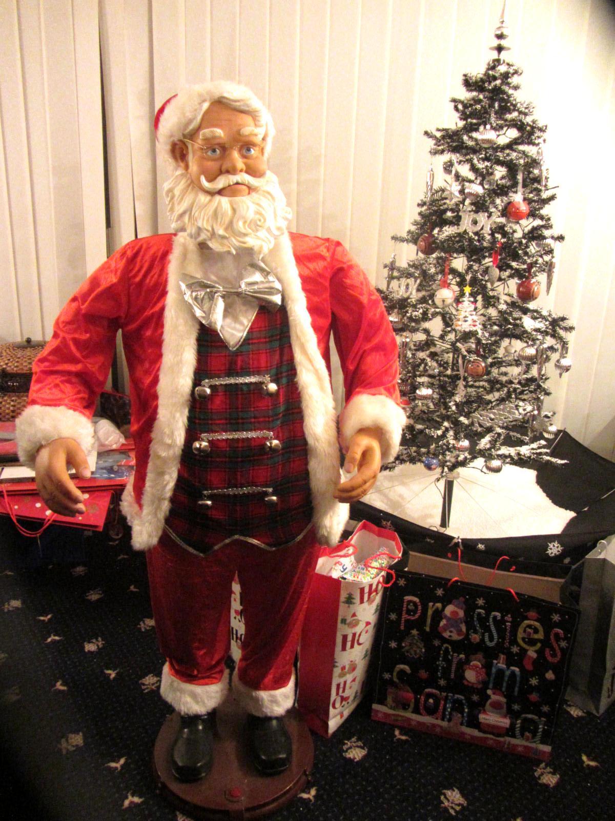 5 FOOT TALL KARAOKE SINGING & DANCING SANTA CHRISTMAS MOVING SENSOR ...
