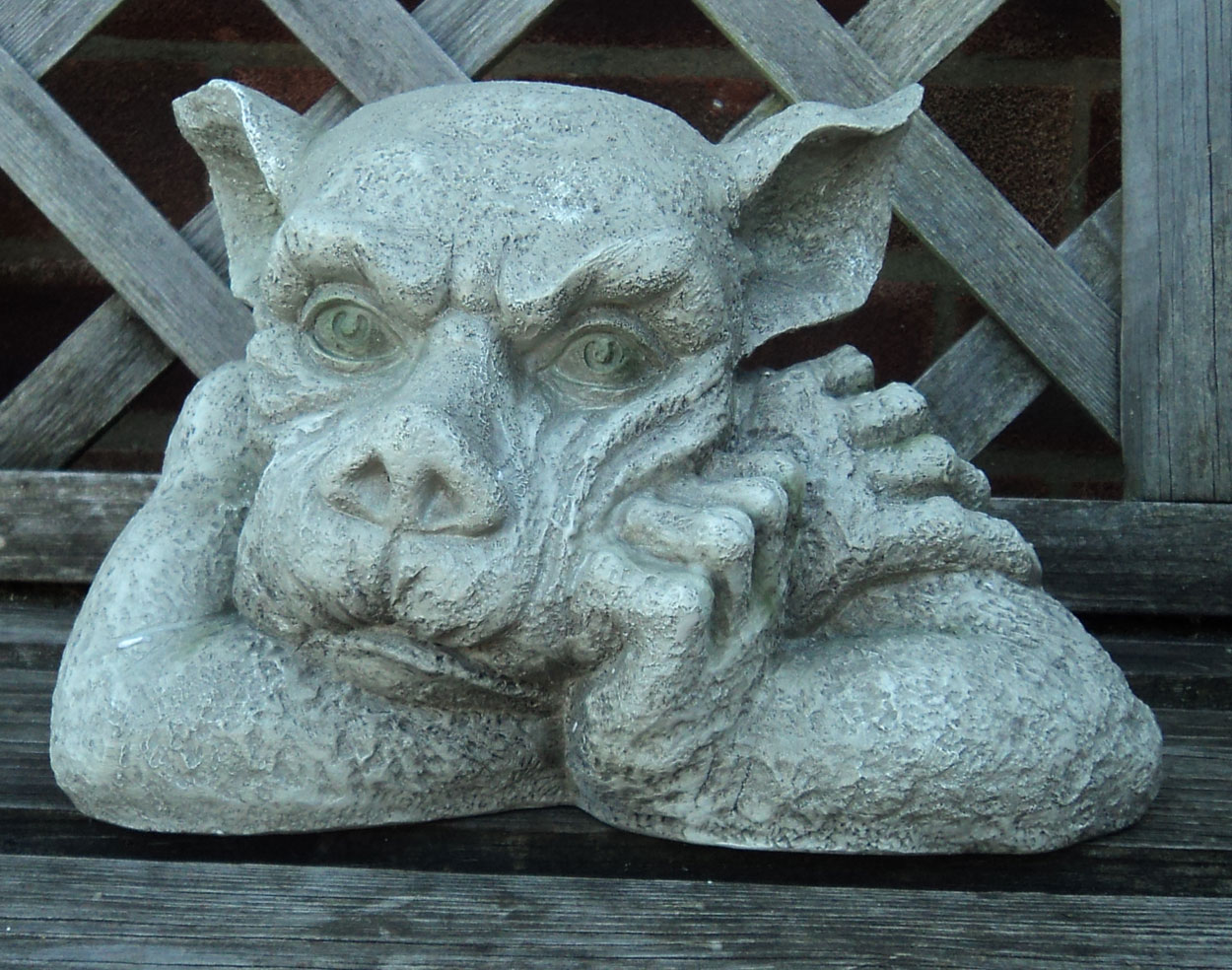 Gargoyle statue decorative garden sculpture stone effect