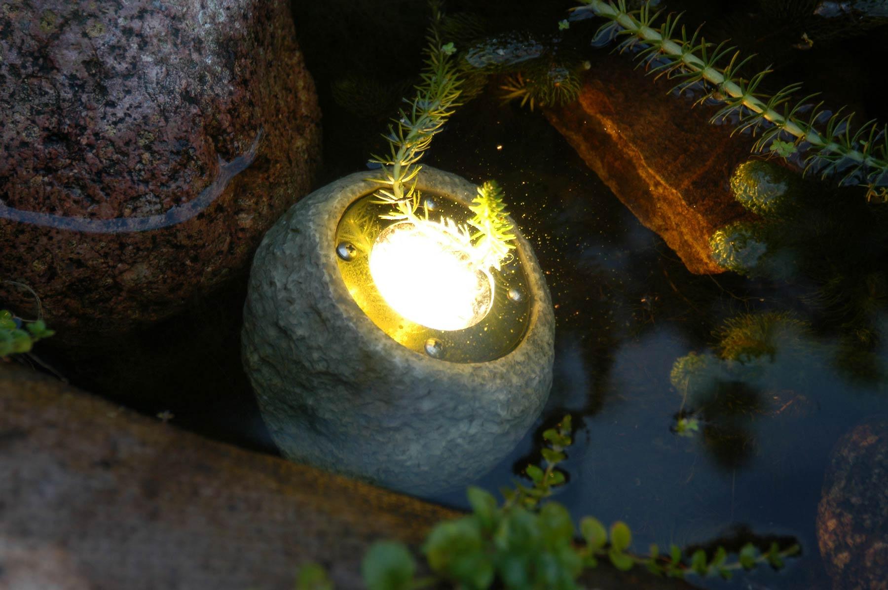 12v electric low voltage garden or outside pond rock for Garden pond lights
