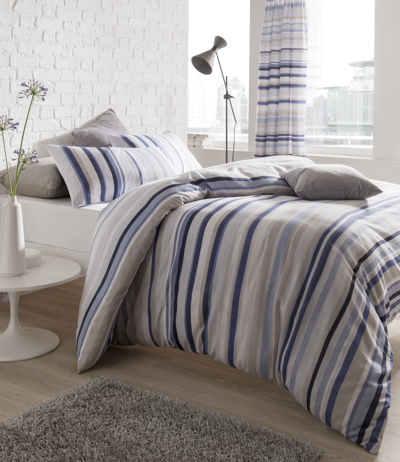 Like a tropical breeze, this Canvas Stripe Duvet Cover Set by Tommy Bahama will freshen your room in a flash. This duvet cover features sand.