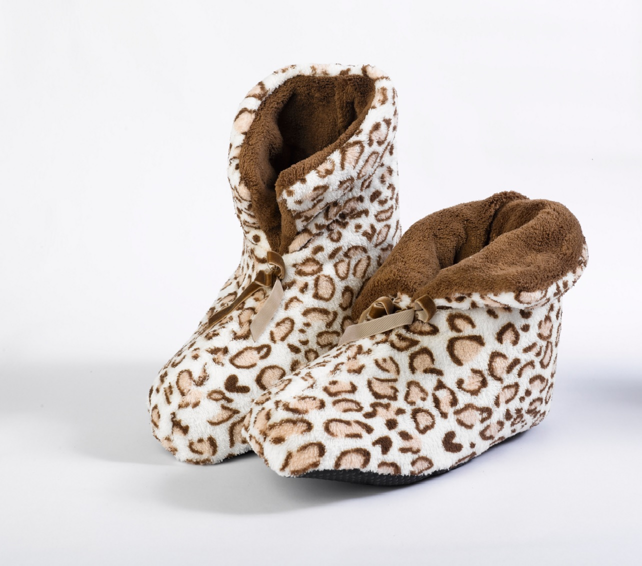 Earn Ur Spotz Slipper Boots cuz a hard life in this wild world. But keep it comfy in these slipper boots that have round toez and a leopard print all ova.