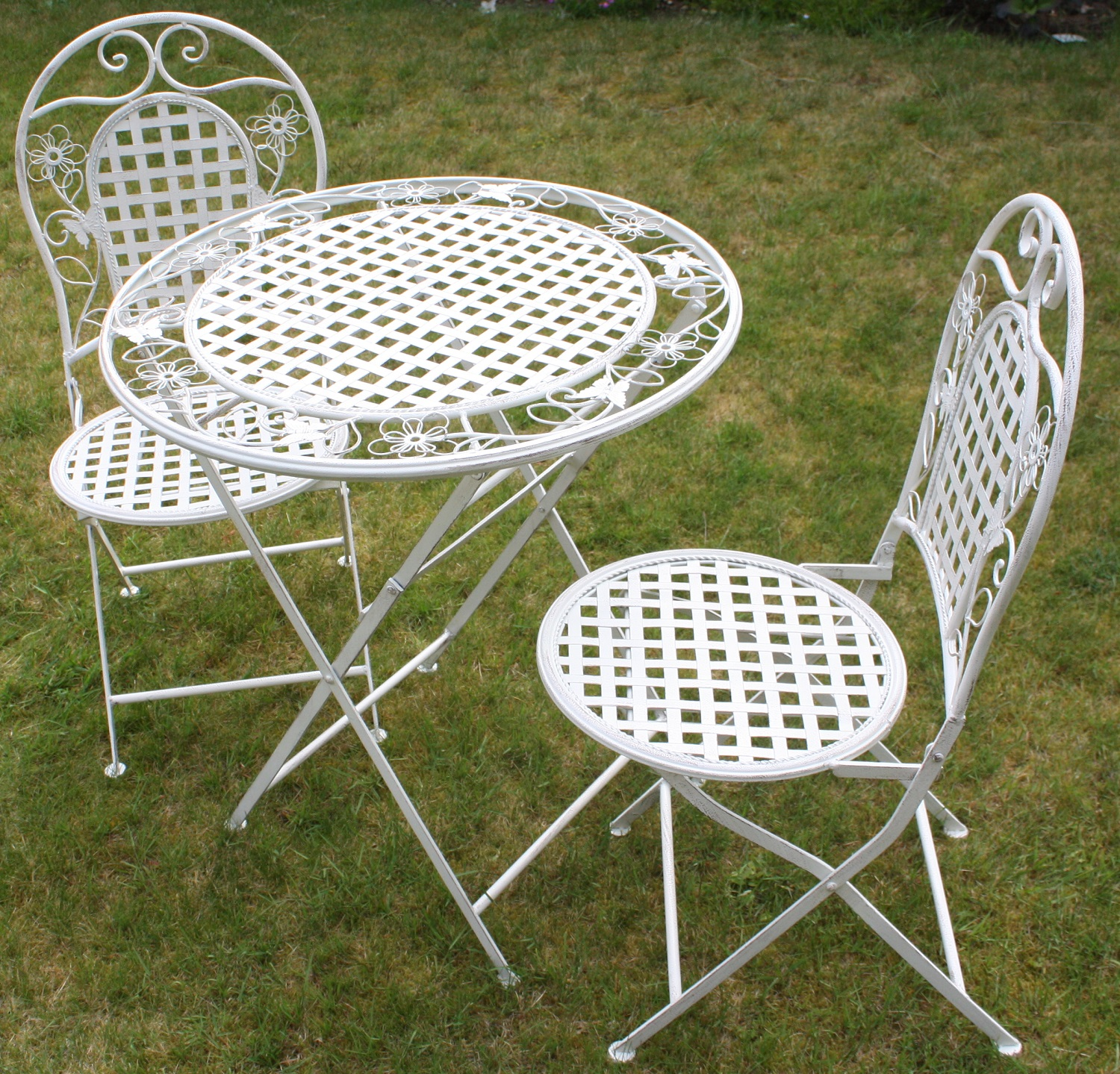 White floral outdoor folding metal round table and chairs for Metal garden table and chairs