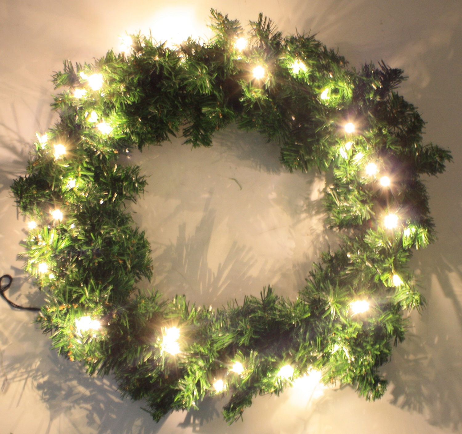 HAUSEN ARTIFICIAL CHRISTMAS XMAS GARLAND WREATH WITH LIGHTS HANGING DECORATION
