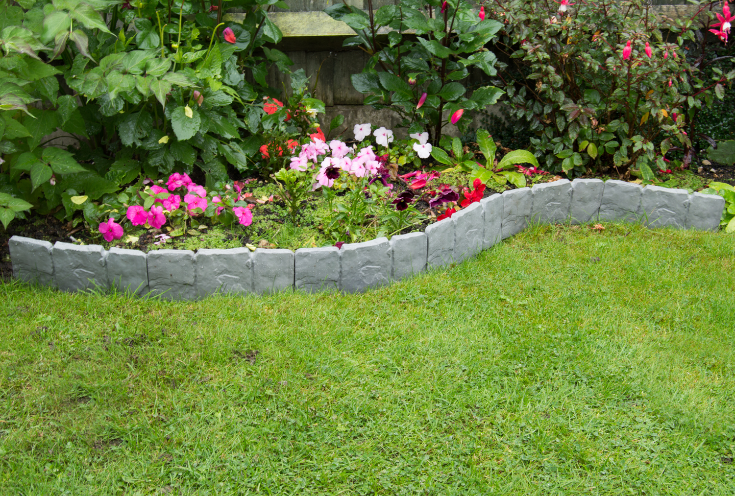Set of garden border pathway lawn edging fence fencing