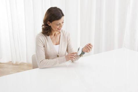 Medisana Health Care Accurate Ecomed Wrist Blood Pressure Digital Monitor E23212 Thumbnail 3