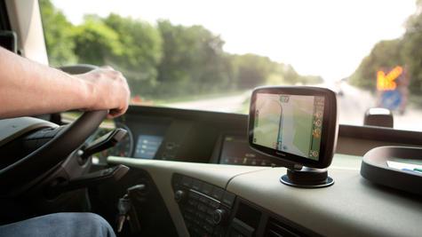 TomTom Trucker 6000 Lifetime Edition  GPS SatNav UK EU Maps-Live Traffic-Cameras Thumbnail 3