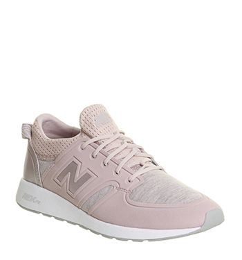 new balance 420 trainers in pale pink