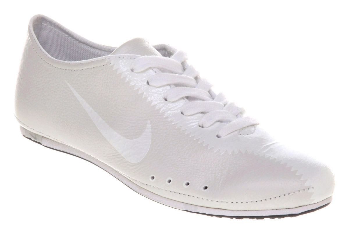 white nike trainers
