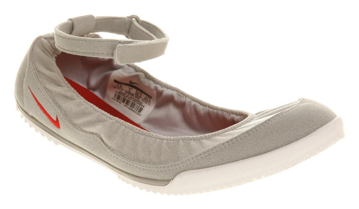 Vans XG8DJ6 Perf Leather Women's Slip-On Shoe (Black/White