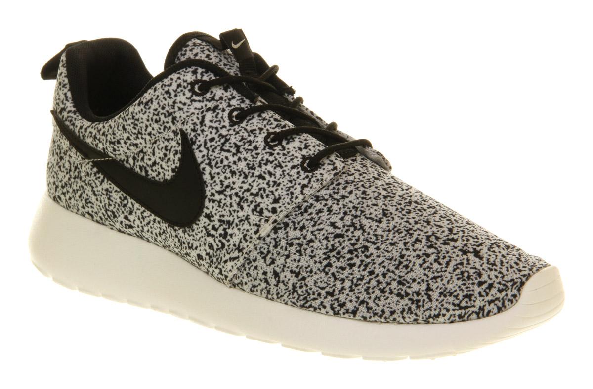Roshe Runs Customs Galaxy Nike roshe run black black