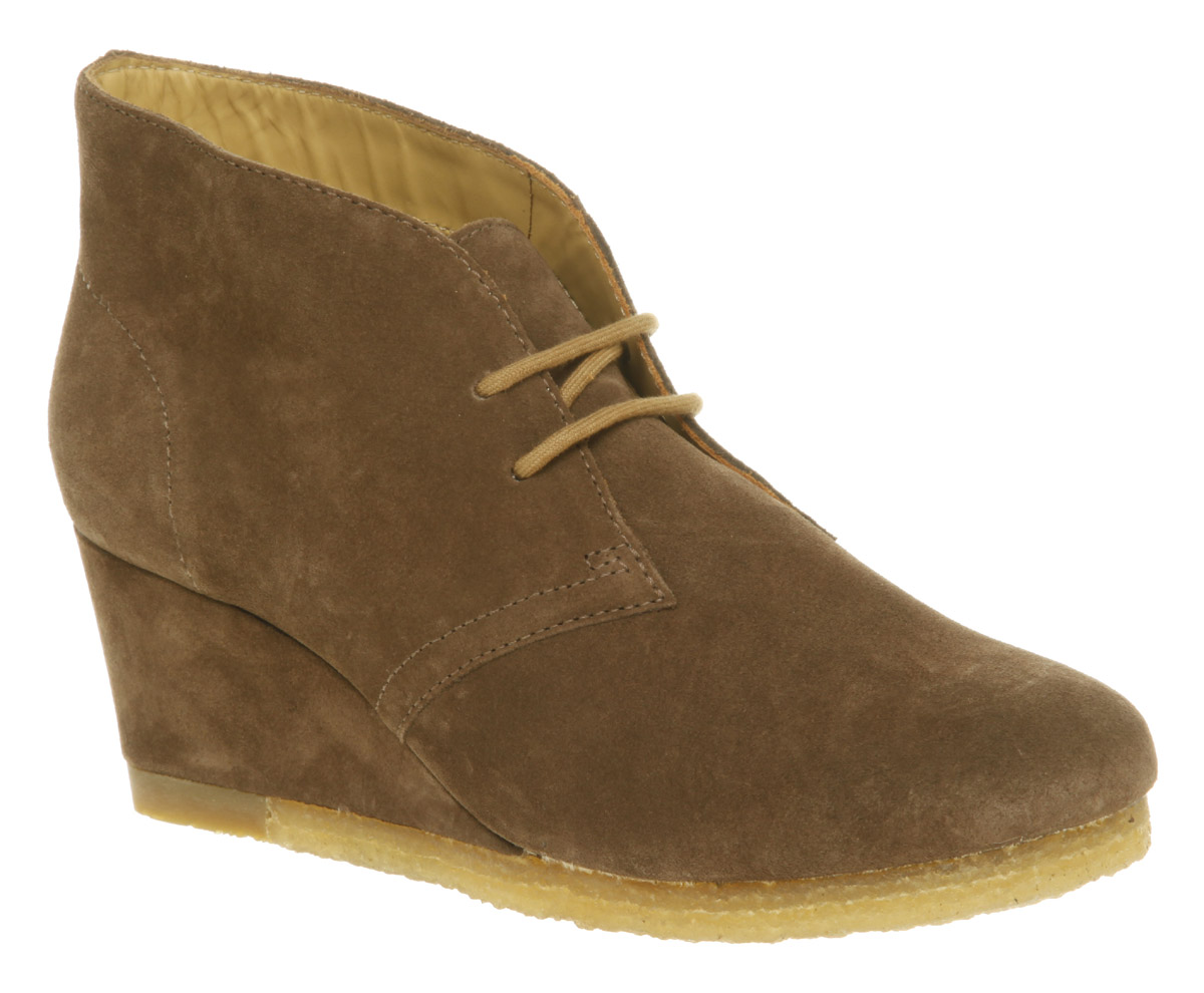 womens clarks originals yarra desert boot walnut suede