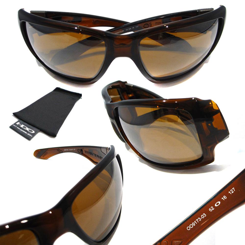 02c2b7b67a7da Este óculos Oakley tem um jogo de armação de pasta em cor marrom, com uma  cor de haste linda também em marrom, a lente tem filtro UV 100% que te  protege de ...
