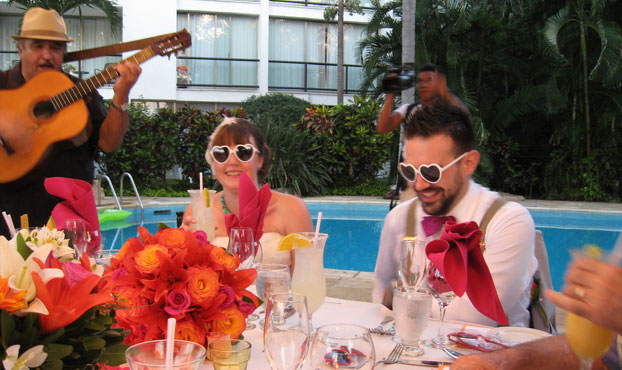 Sunglasses can make fun wedding favours by Discounted sunglasses