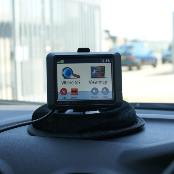 ANTI THEFT NON SLIP MAT DASHBOARD SAT NAV/GPS HOLDER Enlarged Preview