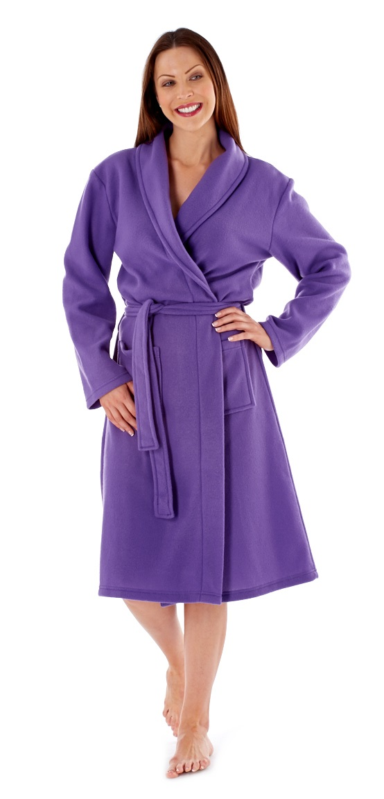 The velvety soft fleece is pill-resistant too, so this robe will keep its good looks for years to come. Features a zipper yoke, side-seam pockets, and satiny piping along the neckline, front yoke, and cuffs/5(24).