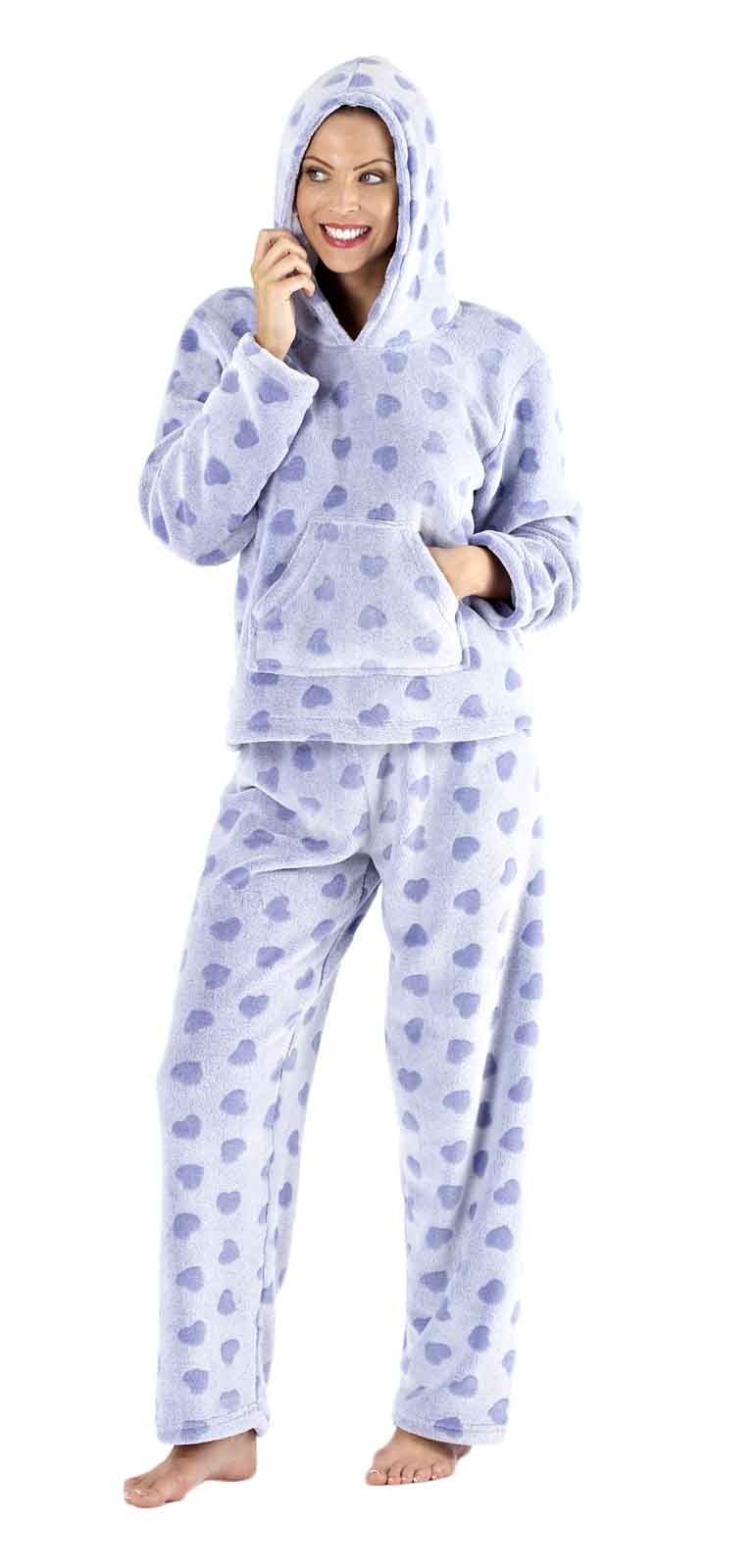 Free shipping on women's sleepwear, pajamas, loungewear, and robes at hereffil53.cf Shop for pajamas, nighties, tanks, shorts, joggers, chemises, nightgowns.