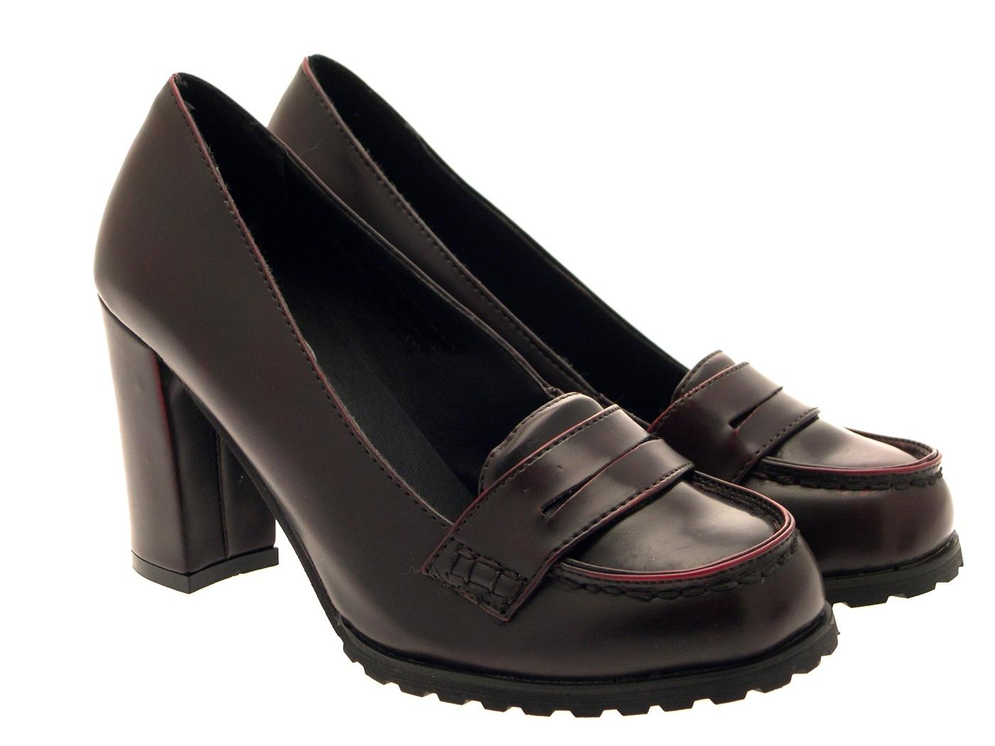 Free shipping on women's loafer flats, slip-on flats, and flat moccasins for women at lindsayclewisirah.gq Shop from top brands like Tory Burch, TOMS, Sam Edelman and more. Totally free shipping & returns.