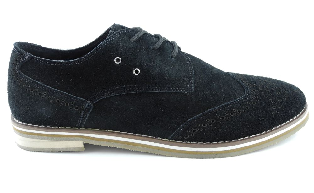 Timeless and carefully crafted, our range of men's brogues are a smart-casual men's shoe that never goes out of style. Wear at the weekend with slim-fitting jeans and a patterned men's shirt or add to your workwear wardrobe and team with your suit in the office.