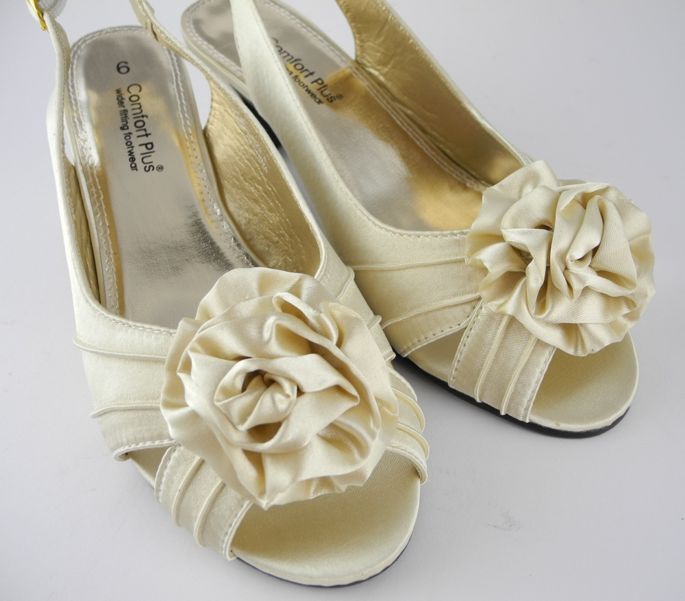 Womens Ladies Wide Fitting Kitten Heel Wedding Shoes Sandals Cream Satin Sz 5 8