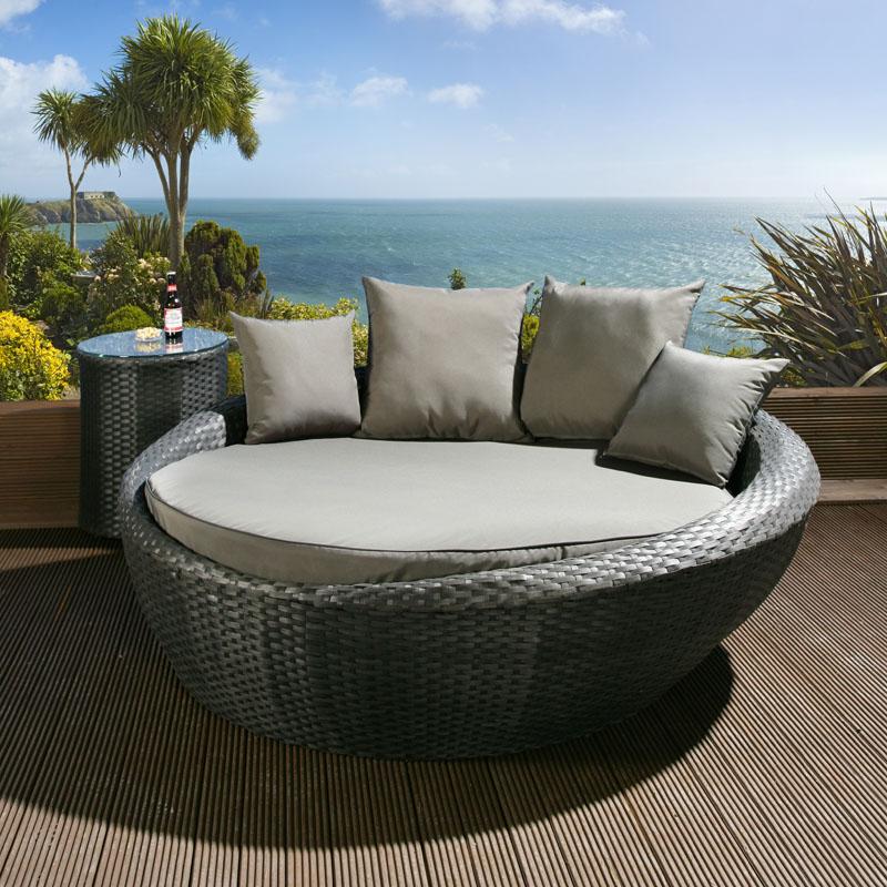Curved Rattan Garden Sofa: Luxury Round Garden Day Bed / Sofa Black Rattan / Grey