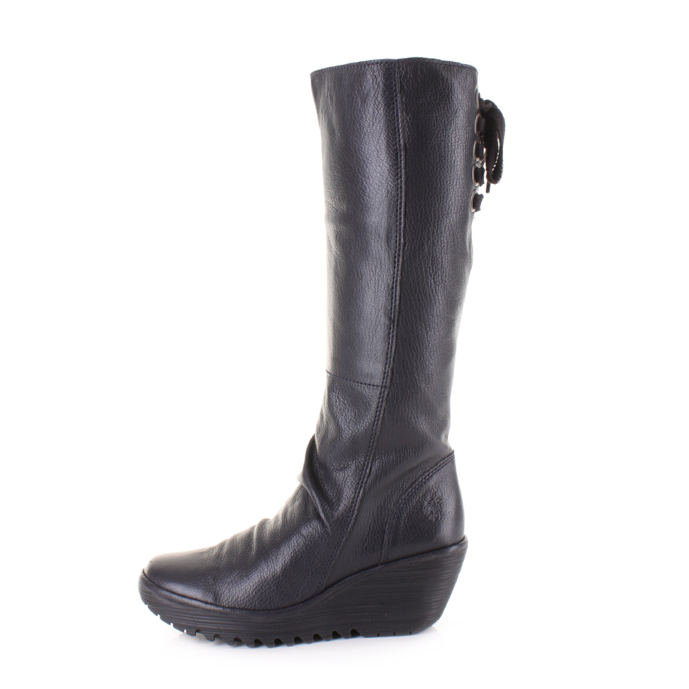The versatility of women's riding boots and their high comfort level makes them highly sought-after by women of all ages. Over-the-knee boots will be the perfect sultry addition to your wardrobe. This sleek silhouette slims and lengthens your legs and looks smashing with a variety of clothing.