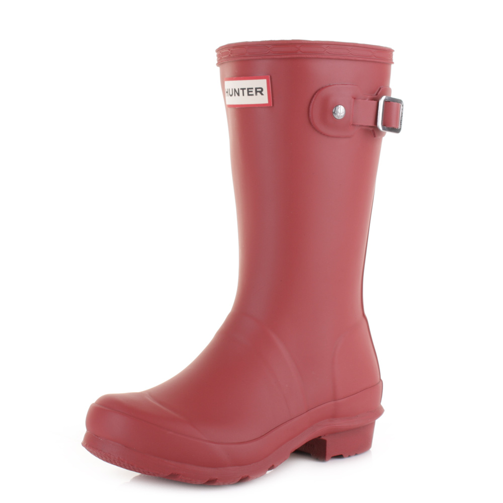 From furry lined wellies for wintery days, to classic wellies for kicking up leaves on the way to school or wading through mud, our wellies for children will keep little feet dry all year round. Boys Wellies Girls Wellies Baby Wellies.